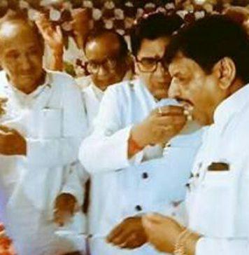 Remains made near the distance- Shivpal celebrates Ramgopal's birthday, Kata cake.