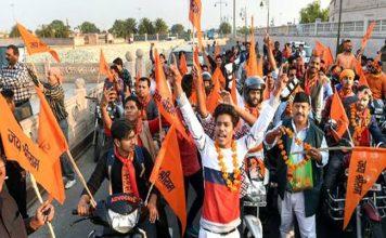 'किले' में बदली अयोध्या, पहुंचे हजारों शिवसैनिक