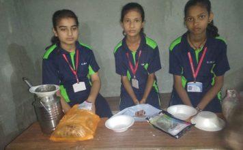 बाल दिवस पर छात्रों ने लगाई विभिन्न व्यजनों की स्टॉल