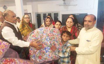 पूर्व मंत्री के जन्मदिवस पर बच्चों को वितरित किये गर्म कपड़े