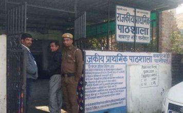 मतदान केंद्रों पर इक्का-दुक्का मतदाता तो मंदिर और गुरूद्वारे पर नजर आए उम्मीदवार