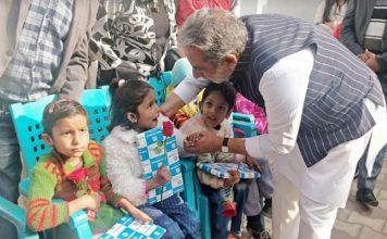 नववर्ष पर कृष्णपाल गुर्जर ने दिव्यांग बच्चों को दिया उपहार
