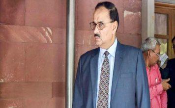 आलोक वर्मा का पद बरकरार, लेकिन लटकी रहेगी जांच की तलवार