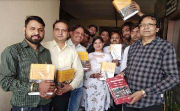 एल एन पाराशर ने 200 युवा वकीलों को वितरित की कानूनी किताब