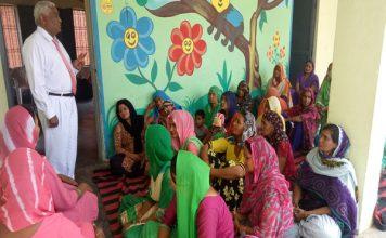 डॉ. एमपी सिंह ने अपने मत के प्रति महिलाओं को किया जागरूक