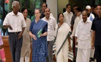 मोदी को रोकने के लिए विपक्षी दलों को एकजुट करने में जुटी सोनिया गांधी