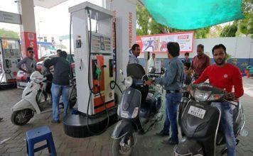 चुनाव खत्म होने के अगले दिन ही बढे पेट्रोल और डीज़ल के दाम