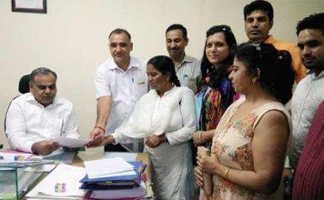 स्वास्थ्य कर्मचारी संघ ने अपनी मांगो को लेकर मुख्यमंत्री के नाम दिया ज्ञापन