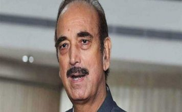 कांग्रेस नेता गुलाम नबी आजाद को श्रीनगर एयरपोर्ट पर रोका गया