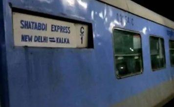 शताब्दी, तेजस, गतिमान ट्रेन का किराया 25% कम करने की तैयारी में रेलवे