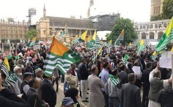 ब्रिटेन: कश्मीरियों को भड़काने गए पाक नेताओं का उल्टा पड़ा दांव, पड़े अंडे-जूते