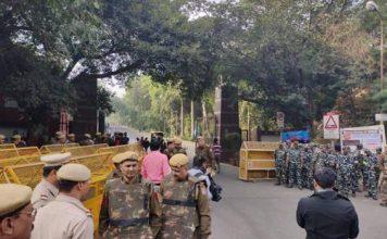 छावनी बना JNU कैंपस, पुलिस बोली- छात्रों को संसद तक नहीं जाने देंगे