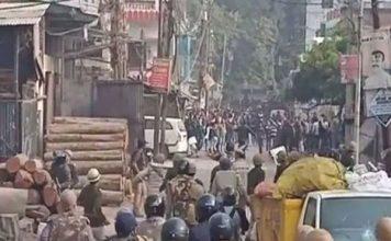 नागरिकता संशोधन कानून: उत्तर प्रदेश में भड़की हिंसा, प्रदर्शनकारियों ने कई गाड़ियों को किया आग के हवाले
